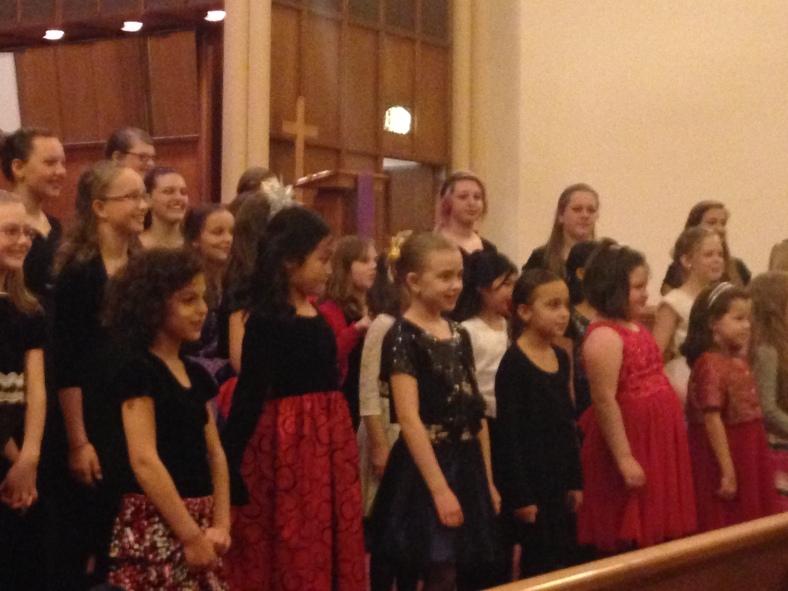Cantando en el coro de Salem